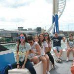 طلاب مدرسة صيفية يشاركون في جولة في ميناء بورتسموث