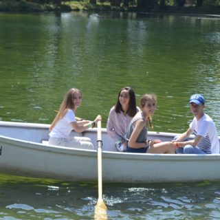 summer-school-students-club5-in-arundal-swanborne-lake