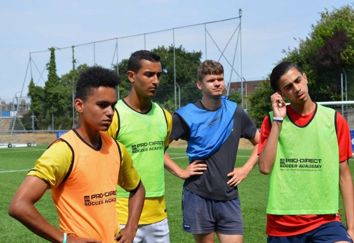 Accademia di calcio vicino a me - Join An English Football Academy questa estate